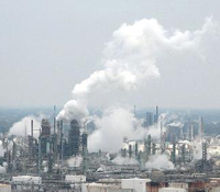 ExxonMobil refinery. Photo: commons.wikimedia.com